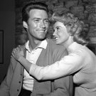 "CLINT EASTWOOD & DONNA DOUGLAS AS GUESTS IN ""MISTER ED"" - 8X10 PHOTO (EP-089)"