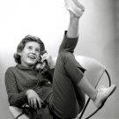 "PATTY DUKE IN THE TV SITCOM ""THE PATTY DUKE SHOW"" 8X10 PUBLICITY PHOTO (ZZ-069)"
