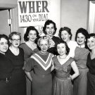 STAFF FROM WHER RADIO IN MEMPHIS, TENNESSEE - 8X10 PHOTO (ZZ-079)