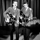 "THE EVERLY BROTHERS ON ""THE ED SULLIVAN SHOW"" - 8X10 PUBLICITY PHOTO (DA-623)"