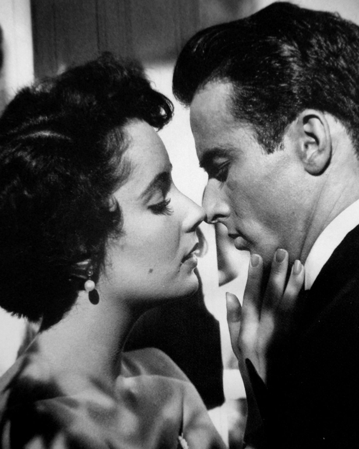"ELIZABETH TAYLOR & MONTGOMERY CLIFT IN ""A PLACE IN THE SUN"" 8X10 PHOTO (BB-507)"