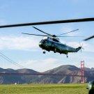 BARACK OBAMA ARRIVES IN SAN FRANCISCO ABOARD MARINE ONE - 8X10 PHOTO (ZY-341)