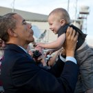 BARACK OBAMA HOLDS CHILD ON SAN FRANCISCO AIRPORT TARMAC - 8X10 PHOTO (ZY-348)