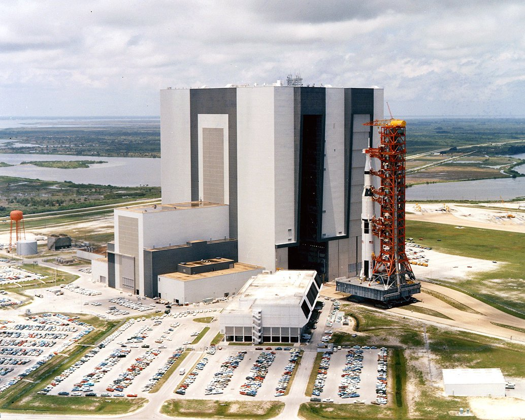 APOLLO 11 SATURN V ROLLS OUT OF VEHICLE ASSEMBLY BLDG - 8X10 NASA PHOTO (BB-742)