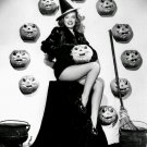 ACTRESS VIRGINIA WELLES PIN-UP - 8X10 HALLOWEEN THEMED PUBLICITY PHOTO (ZY-358)