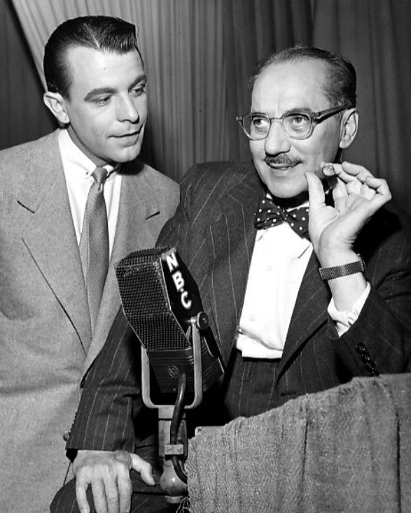 """GROUCHO MARX AND GEORGE FENNEMAN IN """"YOU BET YOUR LIFE"""" - 8X10 PHOTO (DA-781)"""