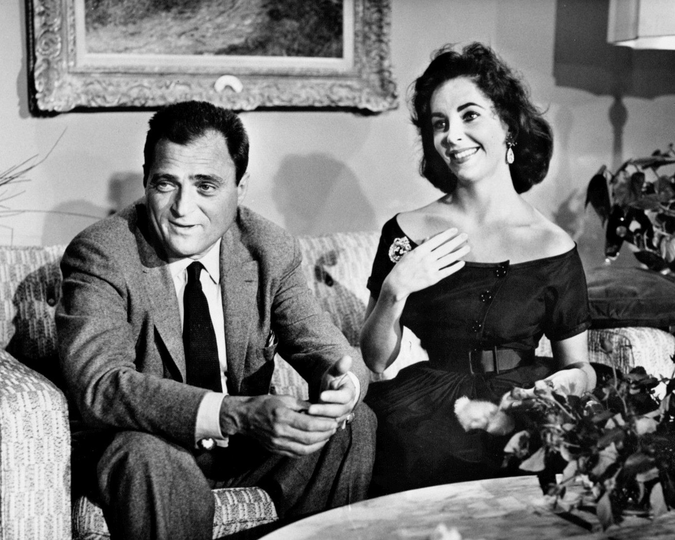"""ELIZABETH TAYLOR & MIKE TODD """"AROUND THE WORLD IN 80 DAYS"""" - 8X10 PHOTO (AA-704)"""