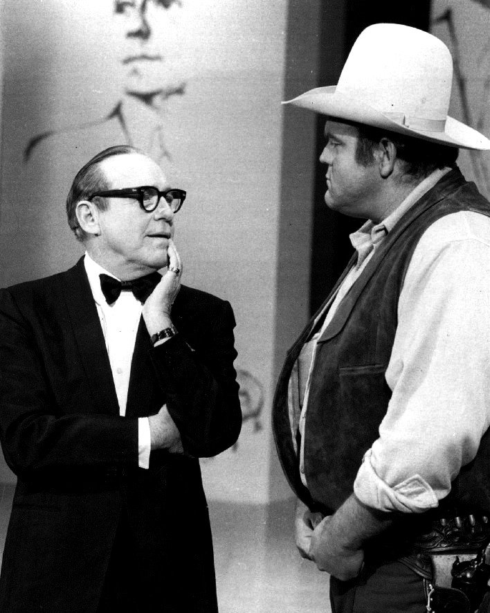 "DAN BLOCKER ""HOSS CARTWRIGHT"" ON 1969 JACK BENNY NBC SPECIAL 8X10 PHOTO (DA-796)"