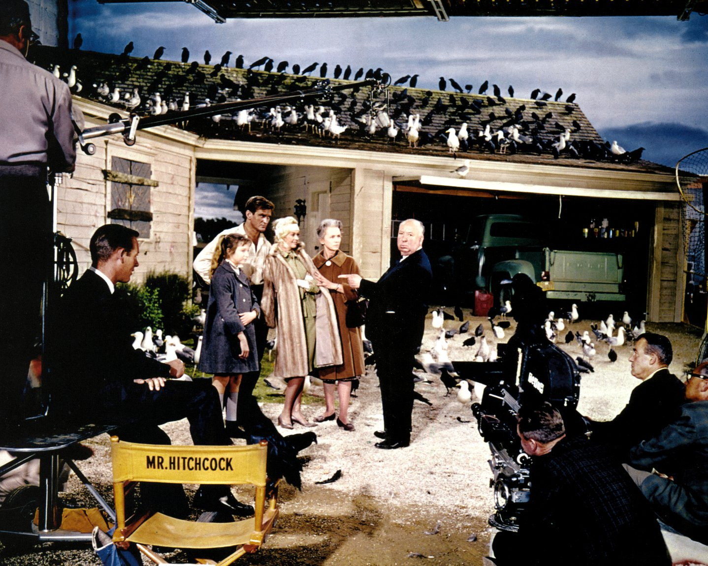 """DIRECTOR ALFRED HITCHCOCK AND CAST ON THE SET OF """"THE BIRDS"""" 8X10 PHOTO (DA-798)"""