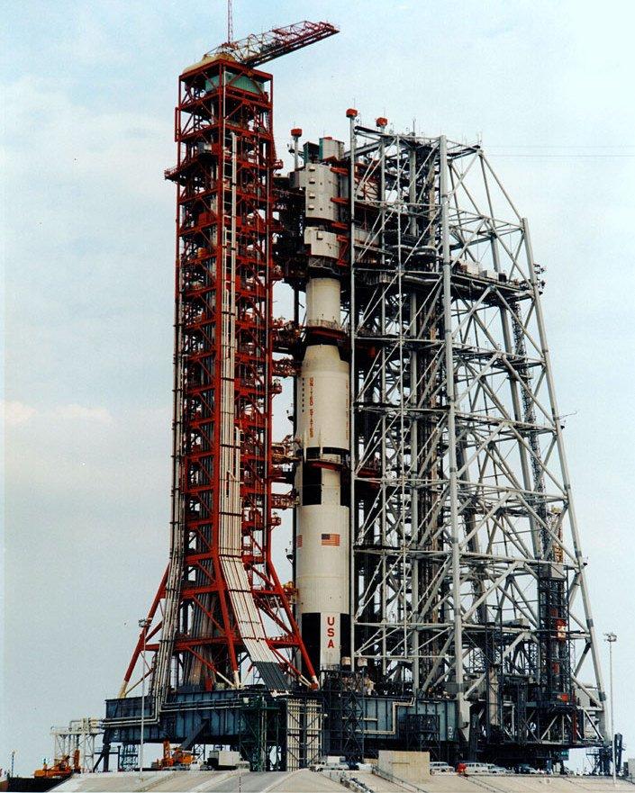 APOLLO 13 SATURN V ON PAD IN MOBILE SERVICE STRUCTURE - 8X10 NASA PHOTO (ZZ-218)