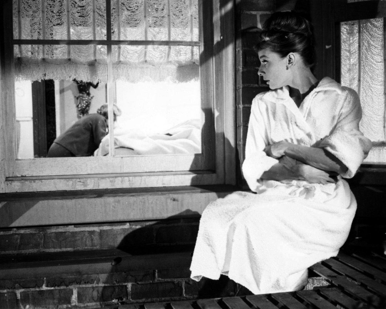 "AUDREY HEPBURN IN FILM ""BREAKFAST AT TIFFANY'S"" - 8X10 PUBLICITY PHOTO (NN-229)"