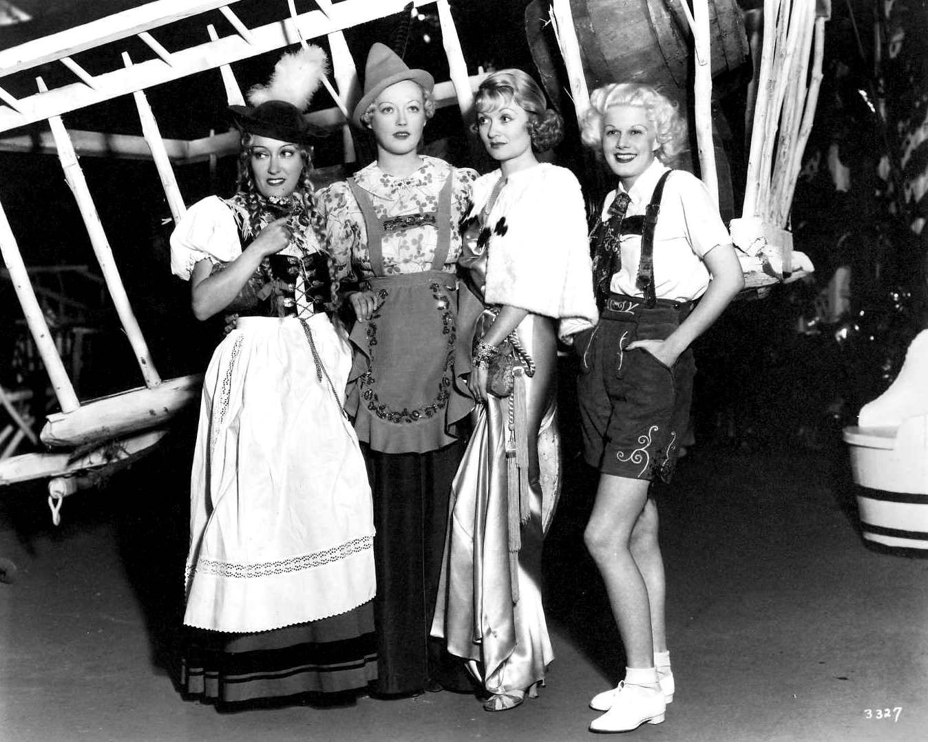 GLORIA SWANSON, MARION DAVIES, CONSTANCE BENNETT & JEAN HARLOW AT PARTY - 8X10 PHOTO (ZY-402)