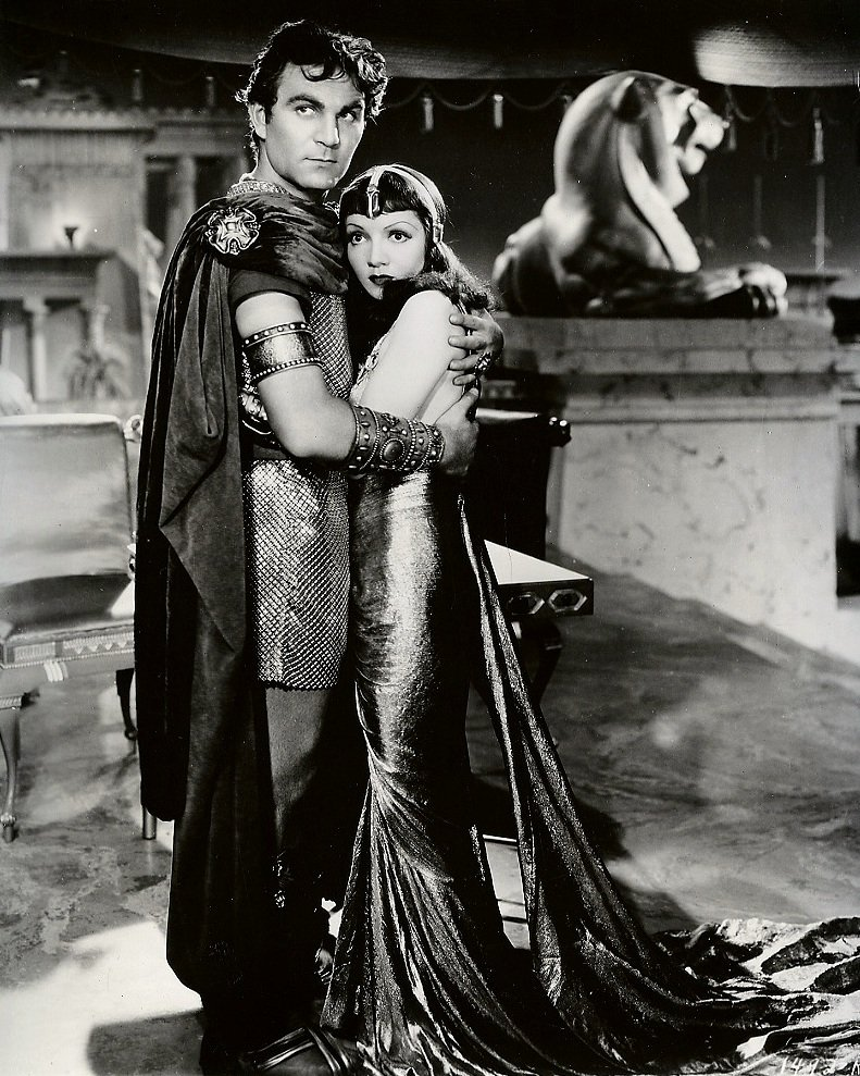 """CLAUDETTE COLBERT & HENRY WILCOXON IN """"CLEOPATRA"""" 8X10 PUBLICITY PHOTO (ZY-424)"""