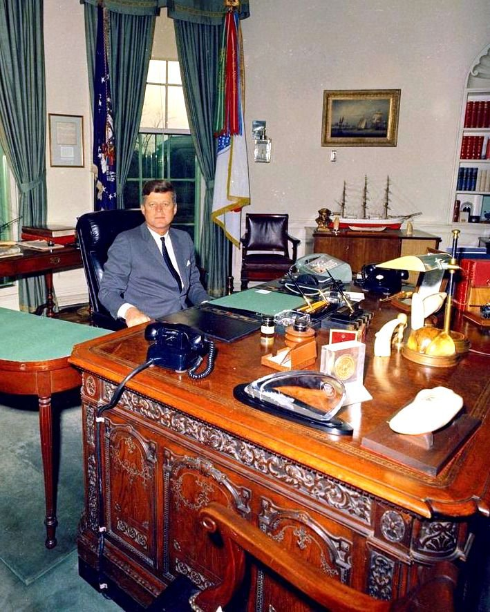 "PRESIDENT JOHN F. KENNEDY SITS AT THE ""RESOLUTE DESK"" - 8X10 PHOTO (ZY-434)"