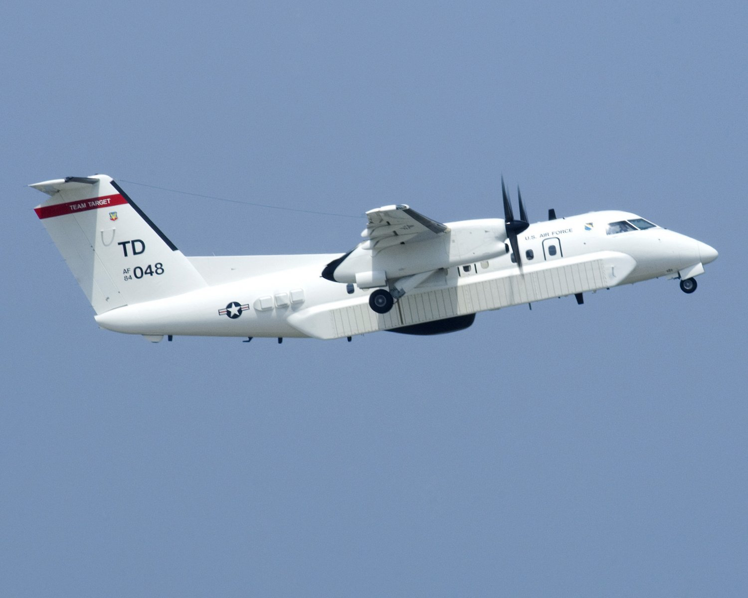 E-9A WIDGET AIRCRAFT TAKES OFF FROM TYNDALL AIR FORCE BASE - 8X10 PHOTO (EP-750)