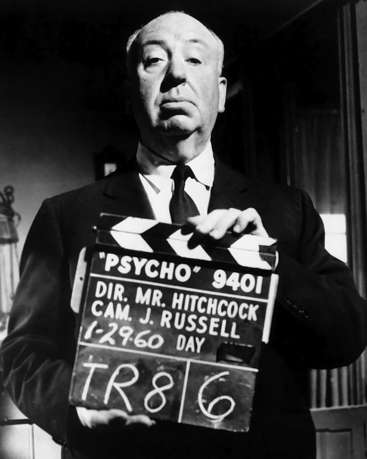 """DIRECTOR / PRODUCER ALFRED HITCHCOCK ON """"PSYCHO"""" SET - 8X10 PHOTO (ZZ-292)"""