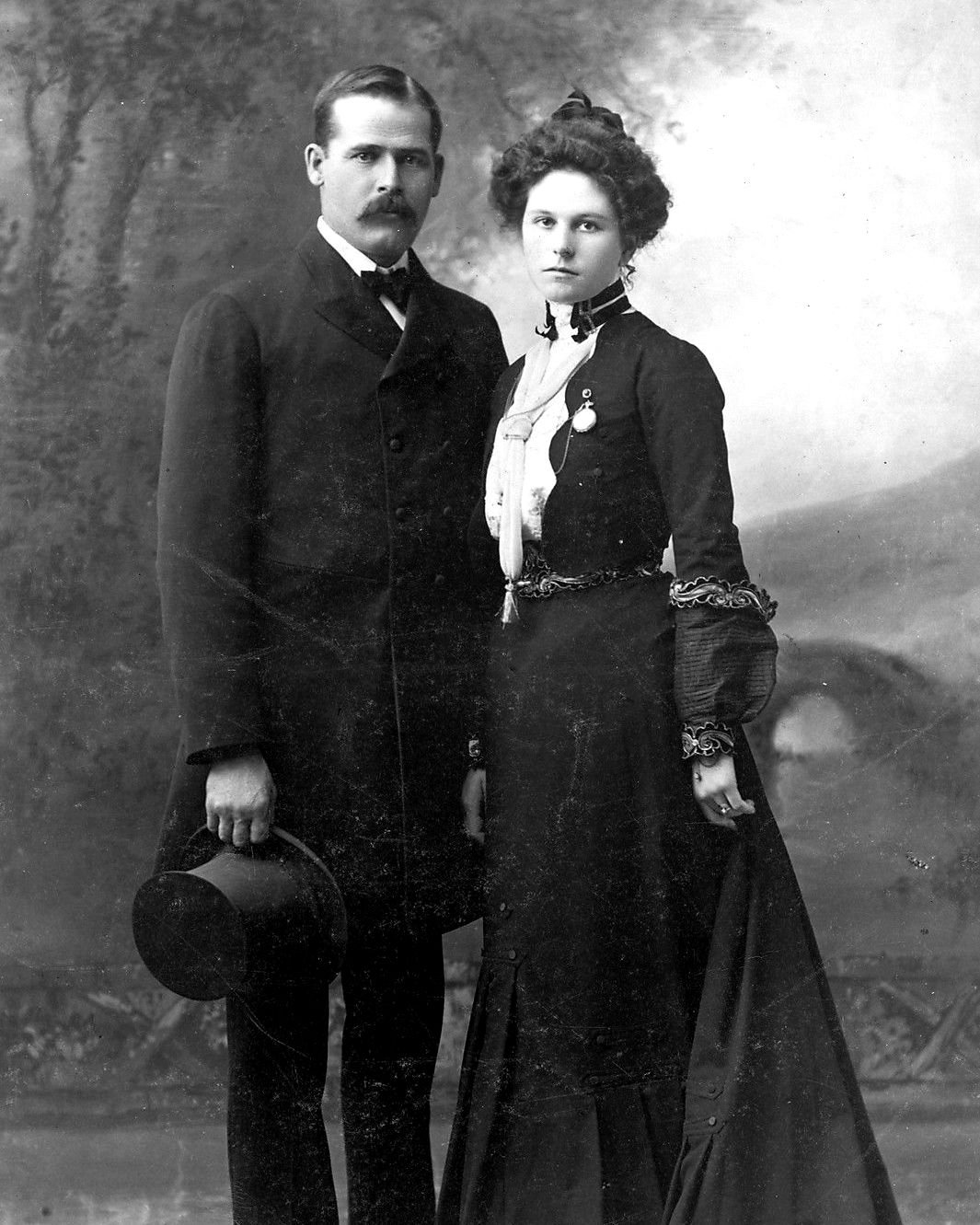 HARRY LONGABAUGH (a.k.a. THE SUNDANCE KID) AND ETTA PLACE - 8X10 PHOTO (ZY-457)