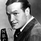 BOB HOPE LEGENDARY COMEDIAN ACTOR HUMANITARIAN - 8X10 PUBLICITY PHOTO (EP-804)