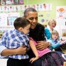 PRESIDENT BARACK OBAMA WITH PRE-KINDERGARTEN KIDS IN 2013 - 8X10 PHOTO (ZY-505)