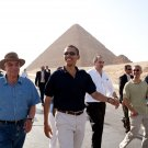 PRESIDENT BARACK OBAMA TOURS THE PYRAMIDS & SPHINX IN EGYPT 8X10 PHOTO (ZY-620)