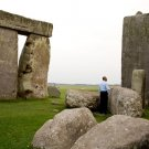 PRESIDENT BARACK OBAMA TOURS STONEHENGE IN 2014 - 8X10 PHOTO (ZY-623)