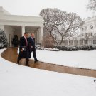 BARACK OBAMA WALKS OUTSIDE WHITE HOUSE ON SNOWY DAY IN 2009 8X10 PHOTO (ZY-630)