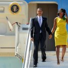 BARACK OBAMA & MICHELLE ARRIVE IN ITALY FOR G8 2009 SUMMIT - 8X10 PHOTO (ZY-636)