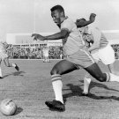 PELE DURING MALMO-BRAZIL IN 1960 WORLD RENOWNED FOOTBALLER - 8X10 PHOTO (DA-542)