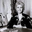 DEBBIE REYNOLDS NEXT TO AUTOGRAPHED PICTURE OF CARY GRANT - 8X10 PHOTO (ZY-653)