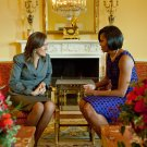 MICHELLE OBAMA w/ MARGARITA DE CALDERON FIRST LADY OF MEXICO 8X10 PHOTO (ZY-582)