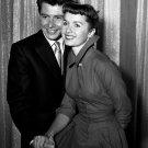 EDDIE FISCHER AND DEBBIE REYNOLDS IN 1955 - 8X10 PUBLICITY PHOTO (ZY-689)