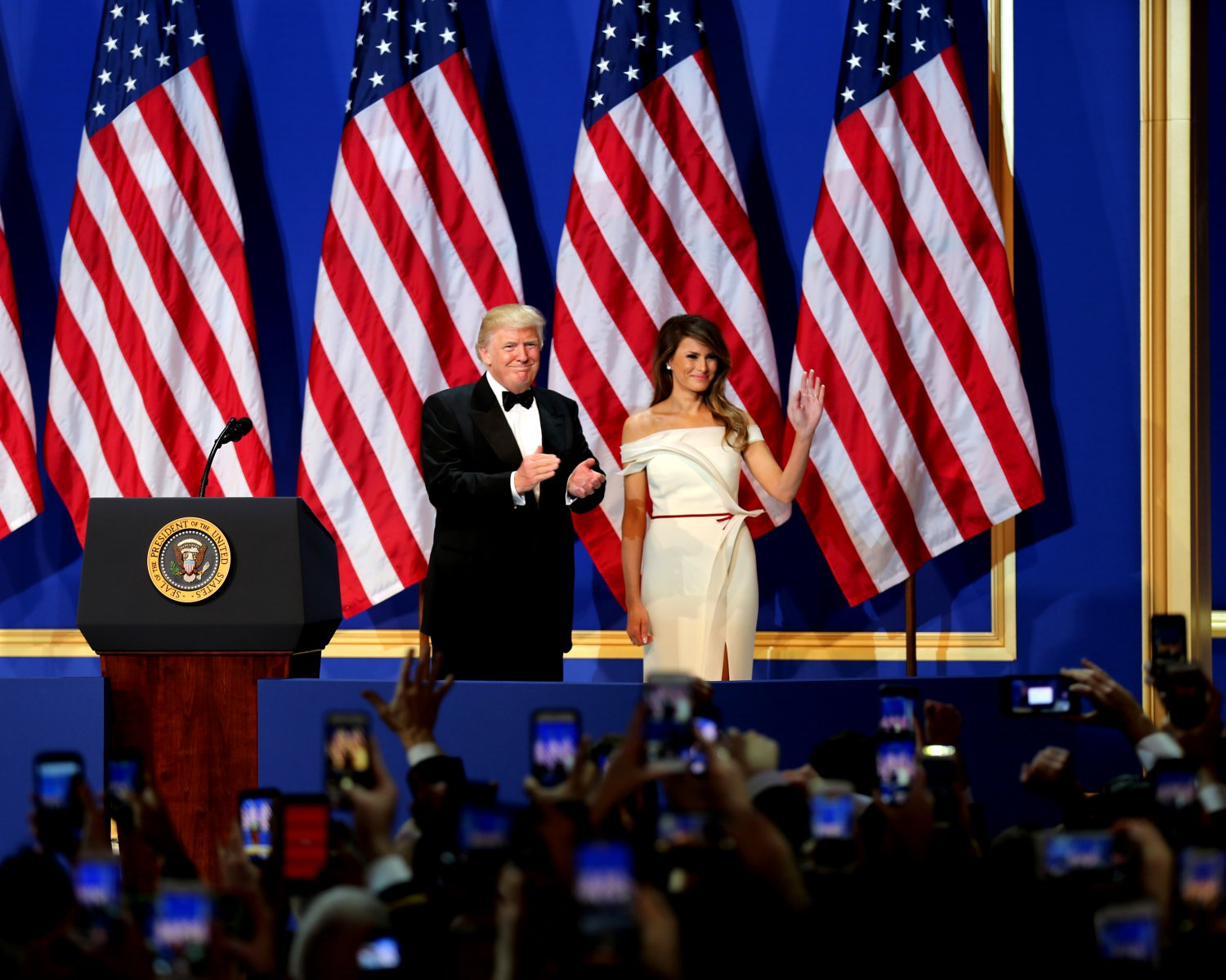"""DONALD TRUMP & MELANIA @ """"SALUTE TO OUR ARMED SERVICES BALL"""" 8X10 PHOTO (ZY-747)"""