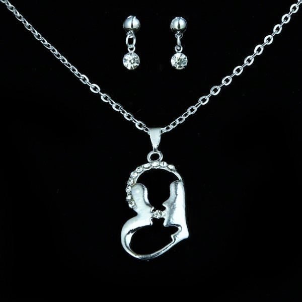 Beautiful Heart Silver Plated Crystal Rhinestone Lovers Kiss Heart Pendant Necklace Set