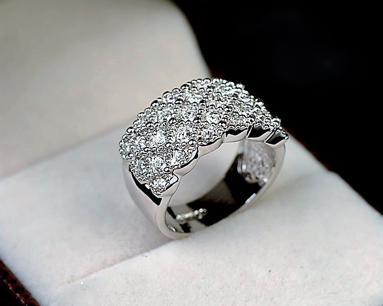 Exquisite Stylish Elegant Noble Silver Plated Shiny Crystal Rhinestone Finger Wide Band Ring