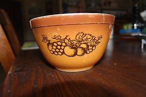 Vintage Pyrex Old Orchard 401 bowl. 1.5 pint size.