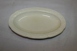 "Small Crown Ducal Florentine serving bowl, dish. Made in England. 8.5"" x 5.5"""