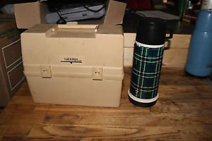 Vtg Thermos Lunch kit, with green plaid thermos. Thermos holder in lid.