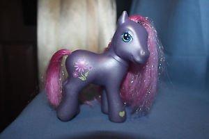 My Little Pony G3. 2002 Petal Blossom Glitter pony. Magnet in hoof.