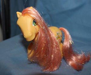 My Little Pony G3 Bumblesweet II. 2005. Magnet in left front hoof.