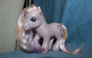 My Little Pony G3 Fluttershy 2003. Bluish Purple mane/tail. Magnet in hoof. VGUC