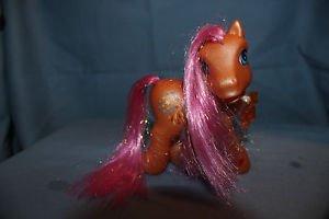 My Little Pony G3 Sparkleworks II w. charm. Fireworks cutie mark. Magnet in hoof