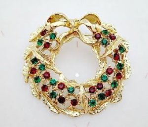 Wreath Pin Brooch Green Red Crystals Christmas Holiday Jewelry