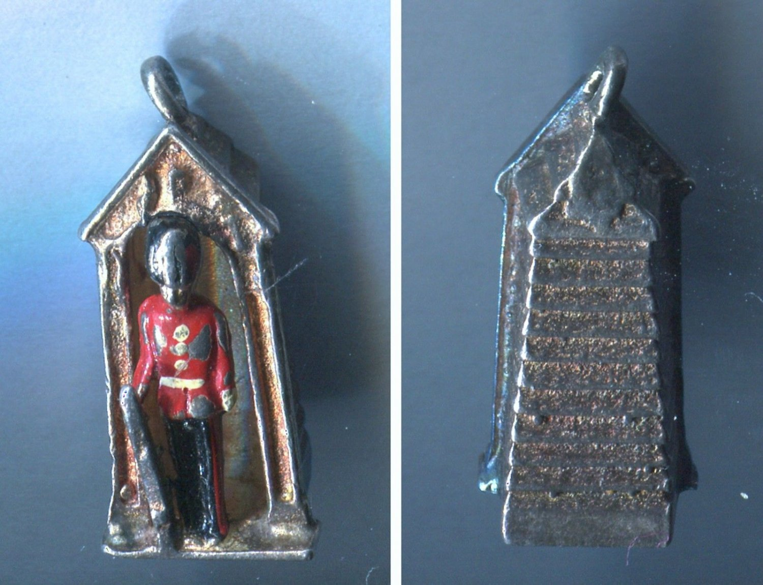 Vintage Charm : Queen's Guard Buckingham Palace Sentry