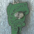 VINTAGE GREEN ENAMEL U.S. STATE MAP CHARM : VERMONT TRAVEL SOUVENIR / JAPAN