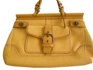 Coach vintage yellow handbag. Mustard color. Natural leather.Satchel