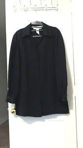 Jones New York Size 4 satin polyester slit dress shirt