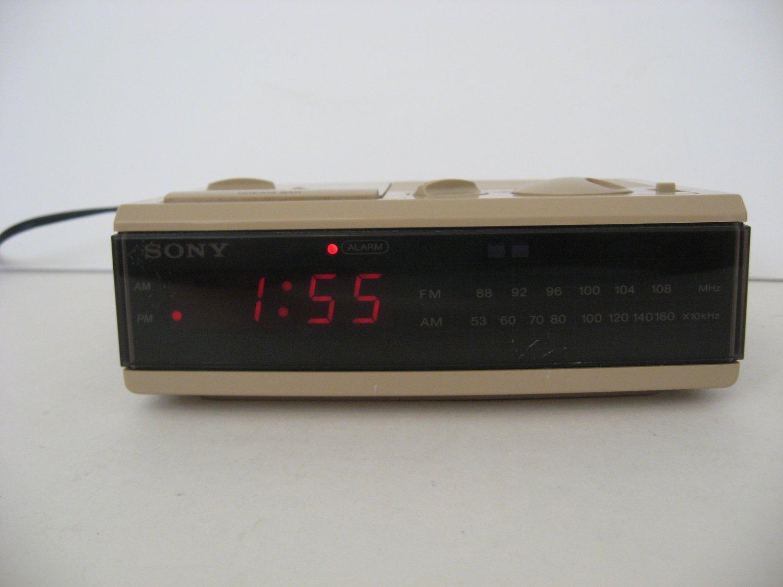 Vintage Sony Dream Machine - AM/FM Clock Radio -  ICF-C3W