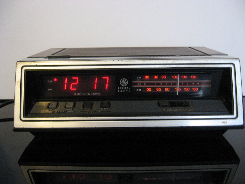 Rare Vintage Retro GE FM/AM Clock Radio Model  7-4650G