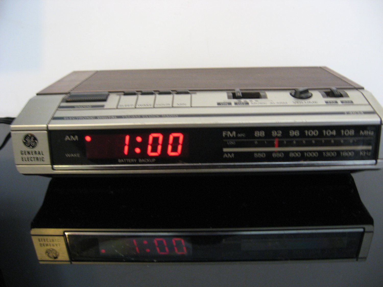 Vintage 1960's General Electric - Digital Clock Radio Alarm Clock - Model 7-4634B