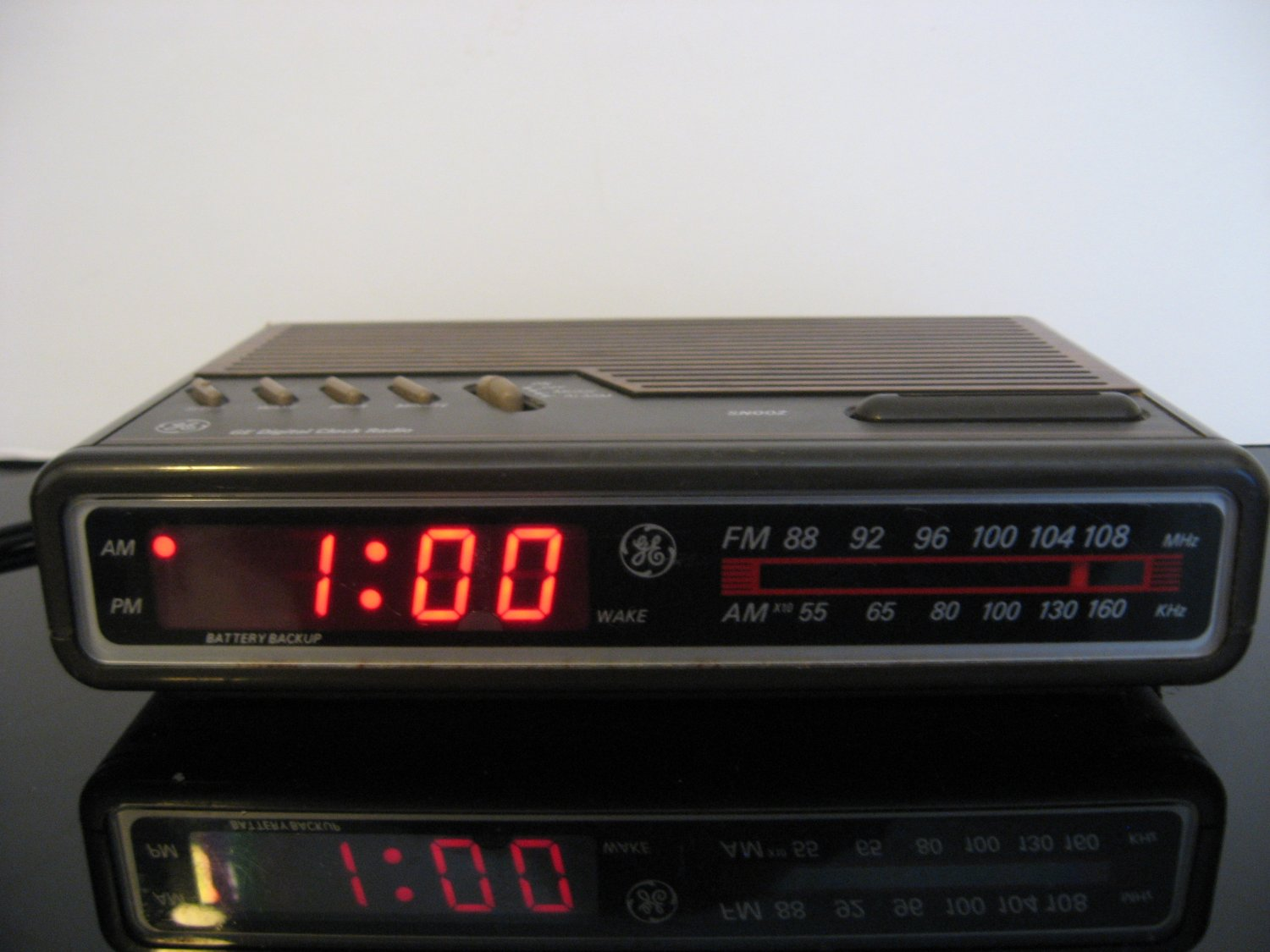 Vintage General Electric Digital Clock Radio 7-4612b